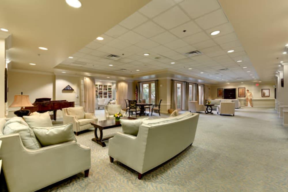Lounge area at Carriage Court of Kenwood in Cincinnati, Ohio.