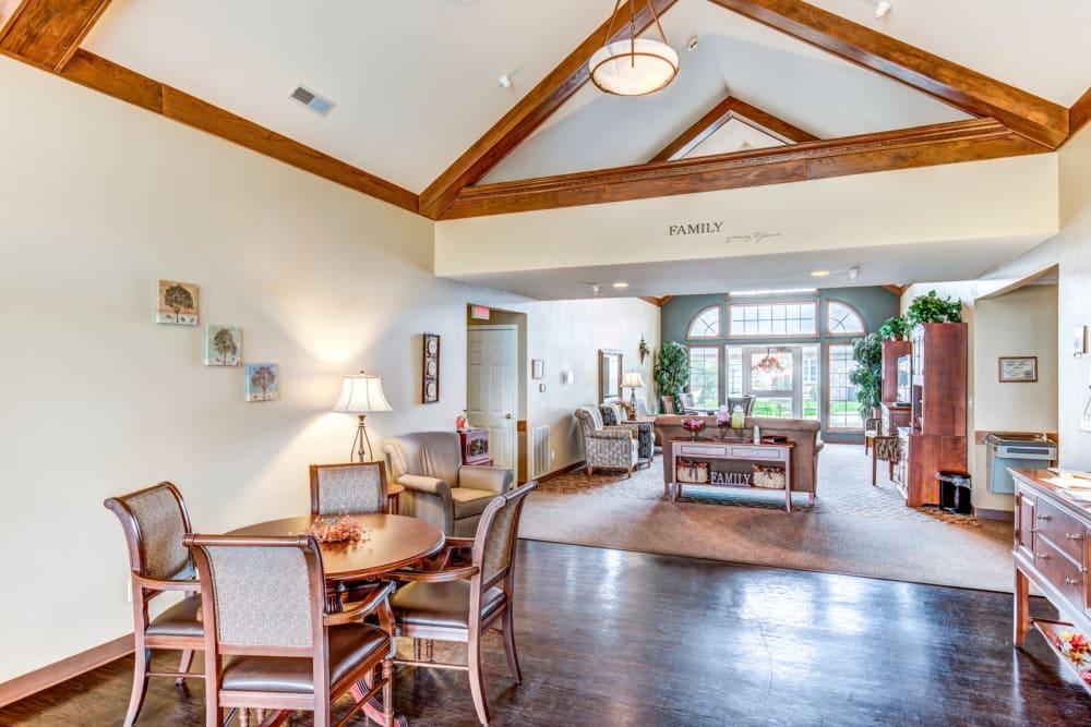 Charming lounge area at Brookstone Estates of Effingham in Effingham, Illinois.