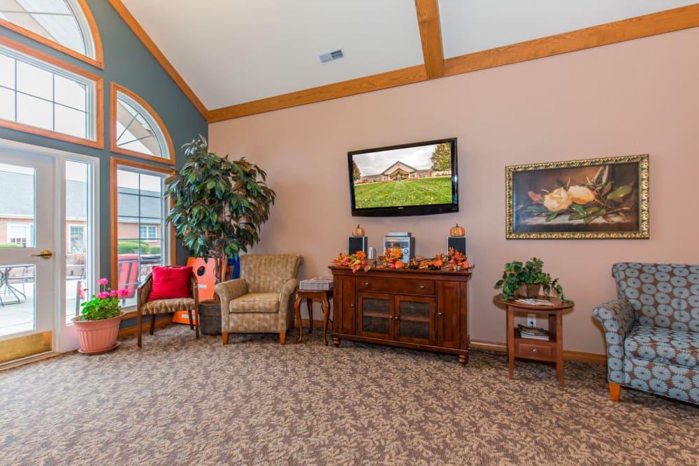 Welcoming TV room at Brookstone Estates of Rantoul in Rantoul, Illinois