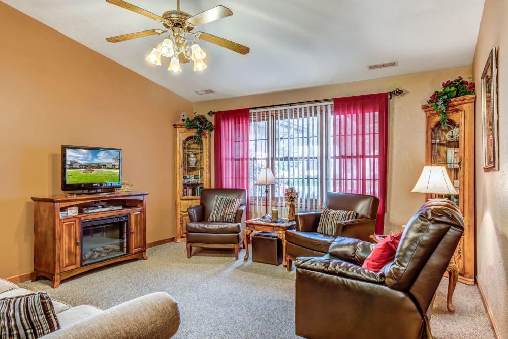 Communal lounge area at Brookstone Suites of Effingham in Effingham, Illinois.