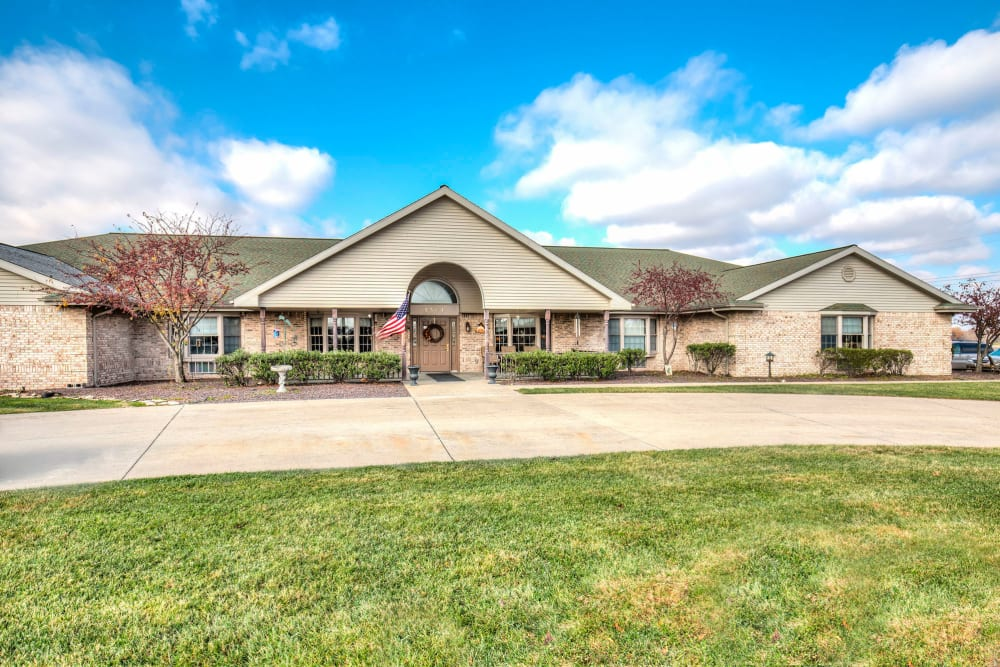 Sunny entryway of upscale senior living facility at Emerald Glen of Olney in Olney, Illinois