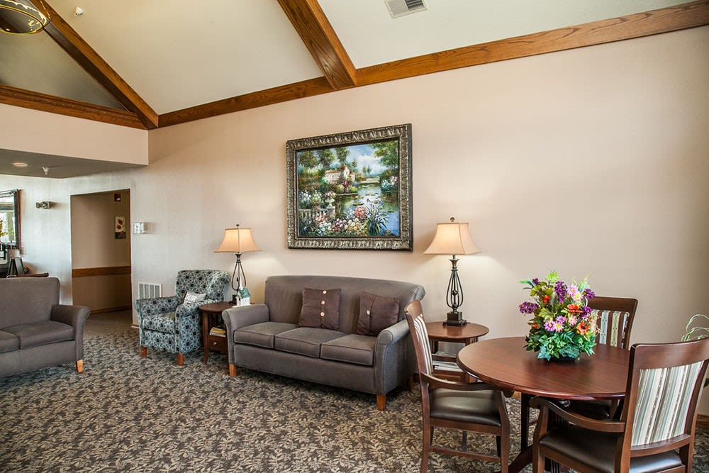 Lounge area at Brookstone Estates of Mattoon South in Mattoon, Illinois