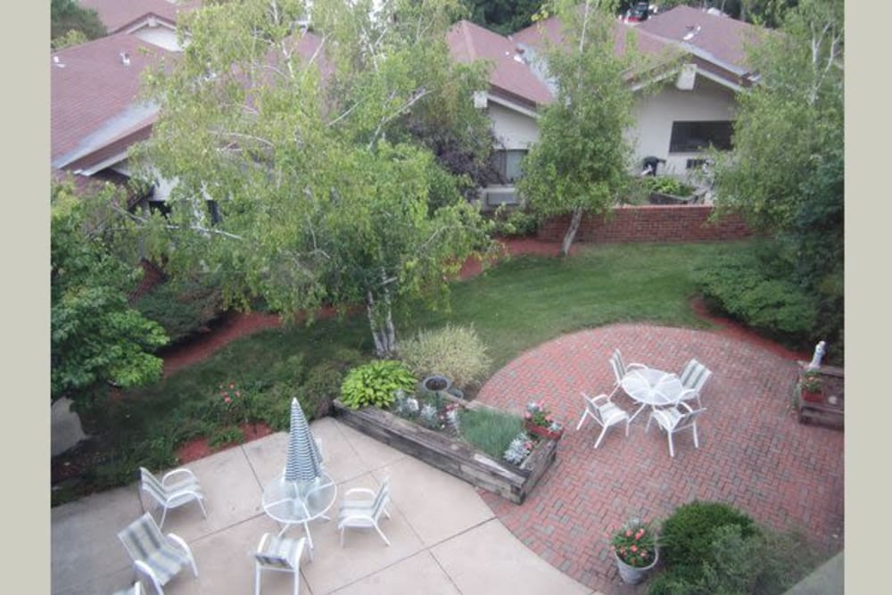 Lush courtyard at Avalon Assisted Living Community in Fitchburg, Wisconsin