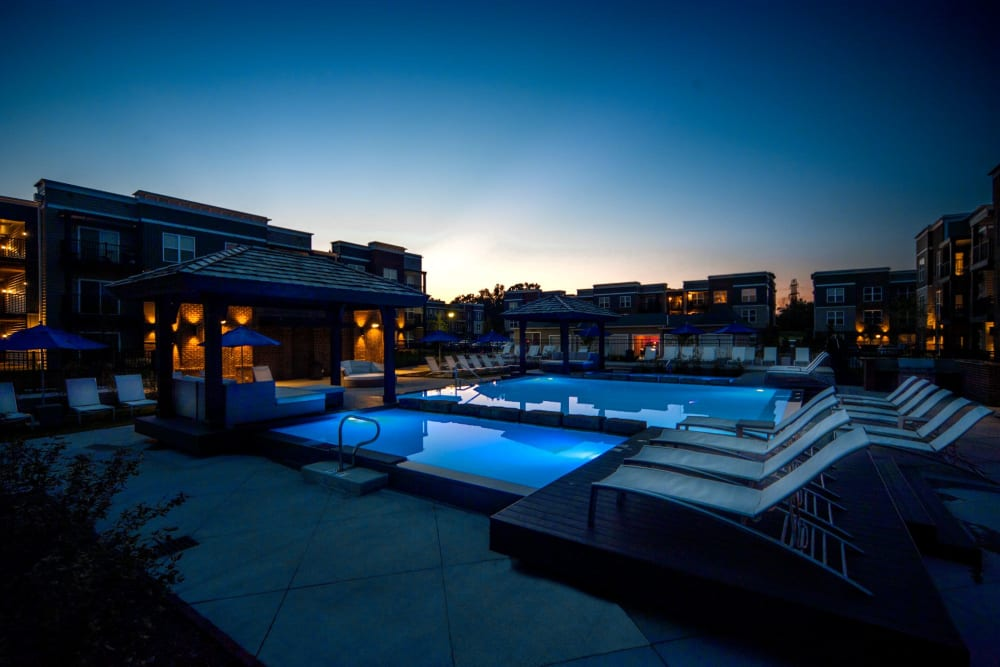 Dazzling blue swimming pools at Palmer House Apartment Homes in New Albany, Ohio