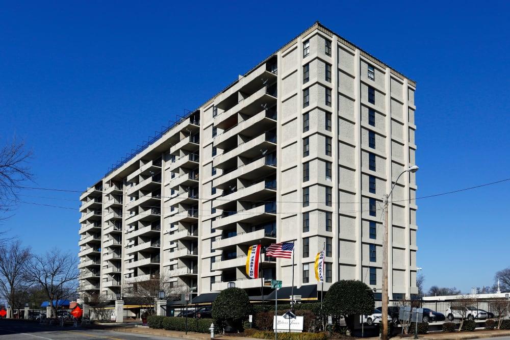 Exterior of Iris Apartments in Memphis, Tennessee