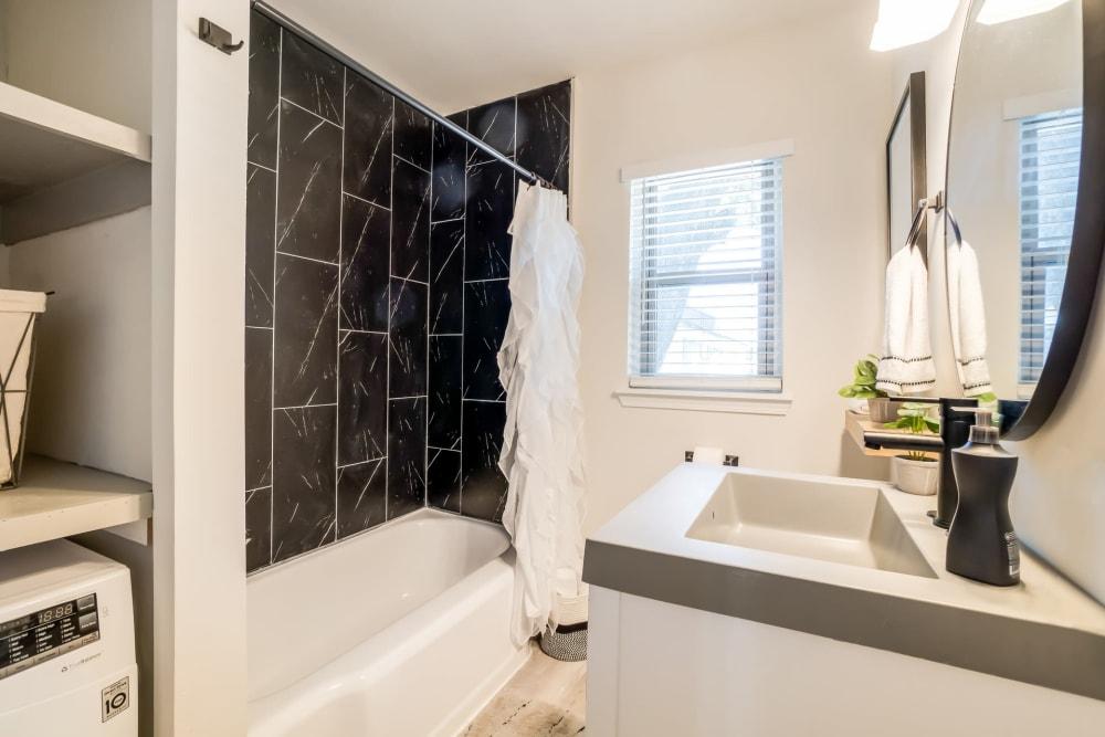 Clean bathroom at Kiwi Goji Apartments in Memphis, Tennessee