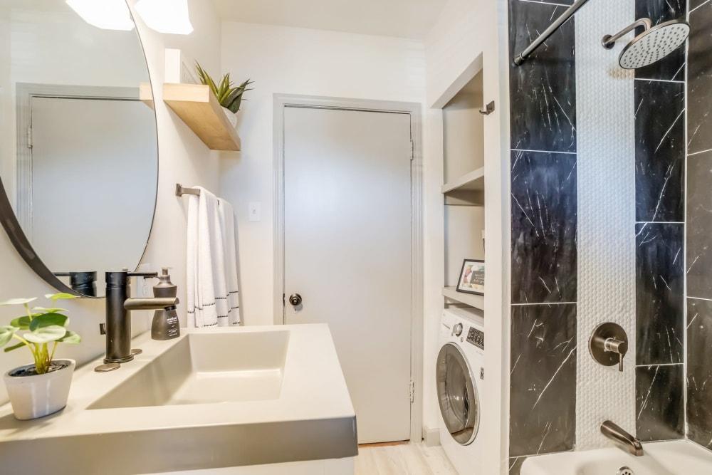 Bathroom at Kiwi Goji Apartments in Memphis, Tennessee