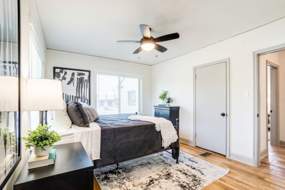 Bedroom with a ceiling fan at Kiwi Goji Apartments in Memphis, Tennessee
