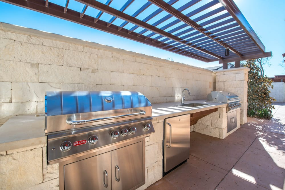 Awesome outdoor grilling area by the pool at Mercantile River District in Fort Worth, Texas