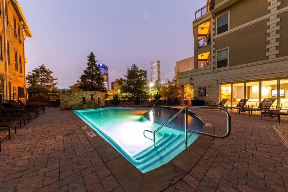 Resort-style swimming pool at The Marquis of State Thomas in Dallas, Texas