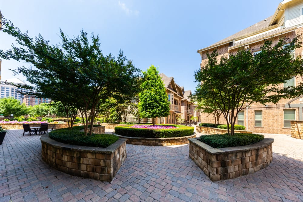 Lush landscaping at The Marquis of State Thomas in Dallas, Texas