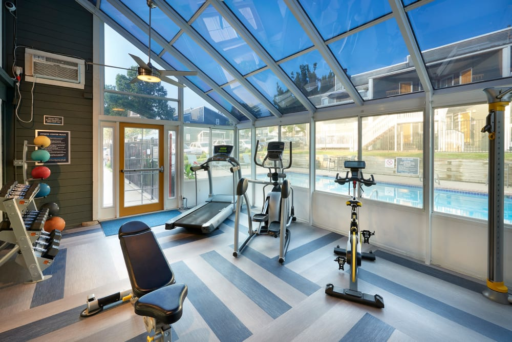 The fitness center facilities at Bluesky Landing Apartments in Lakewood, Colorado