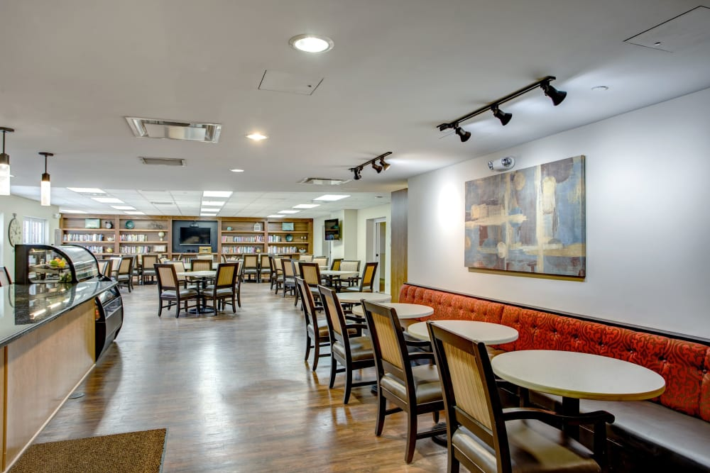 Cafe dining area with restaurant style seating at Hanover Place in Tinley Park, Illinois
