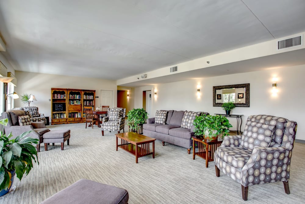 Quite reading lounge with a handful of bookshelves and lots of seating at Hanover Place in Tinley Park, Illinois