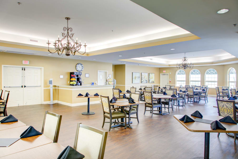 Dining room seating area at Truewood by Merrill, Riverchase in Hoover, Alabama.