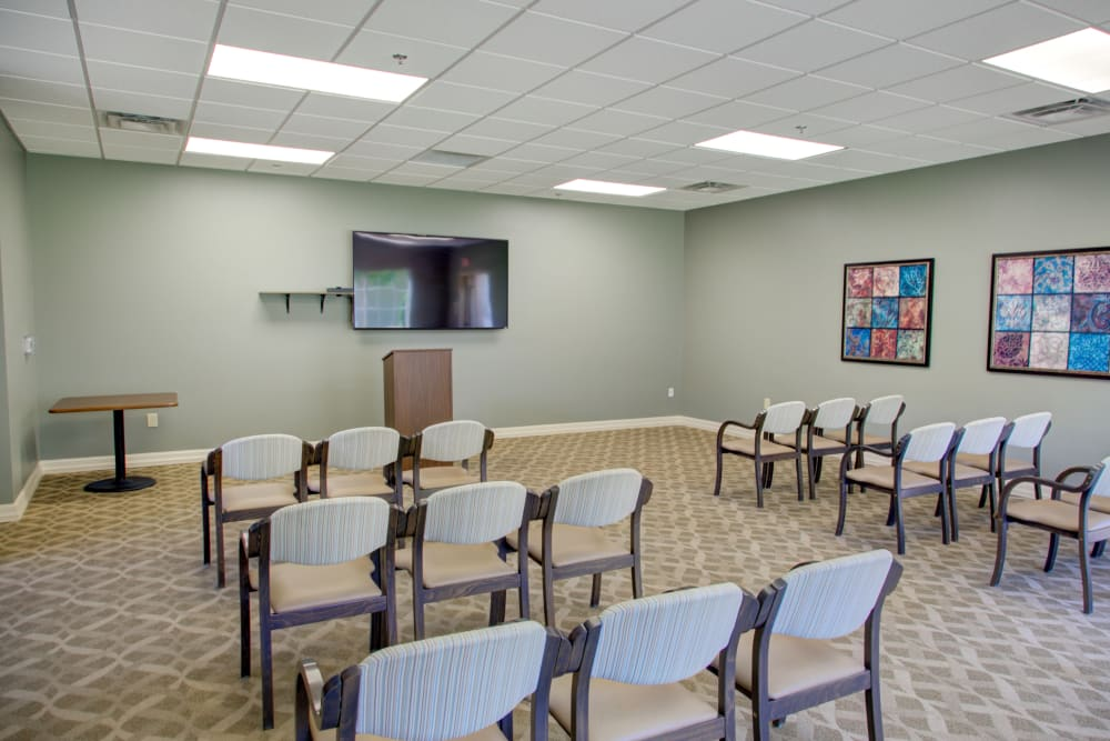 Meeting and activity room at Truewood by Merrill, Riverchase in Hoover, Alabama.