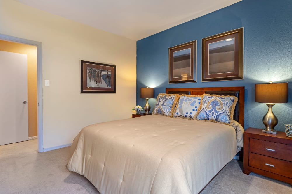Spacious model bedroom with nine foot ceilings at Foundations at River Crest & Lions Head in Sugar Land, Texas