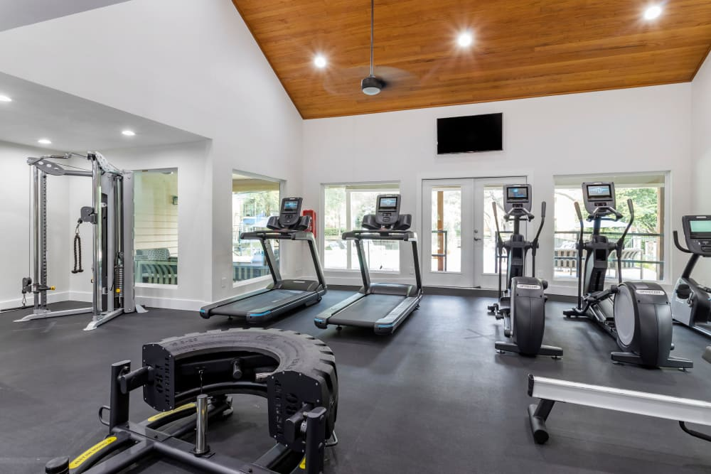 Spacious fully equipped fitness center at Foundations at River Crest & Lions Head in Sugar Land, Texas
