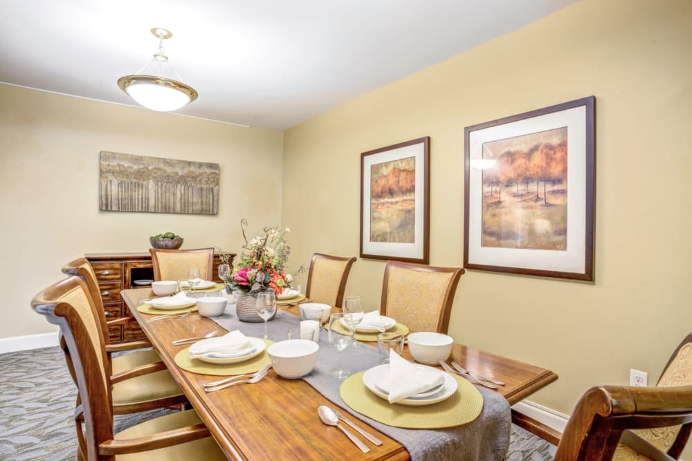 Room with long dining table at Woodside Senior Living in Springfield, Oregon