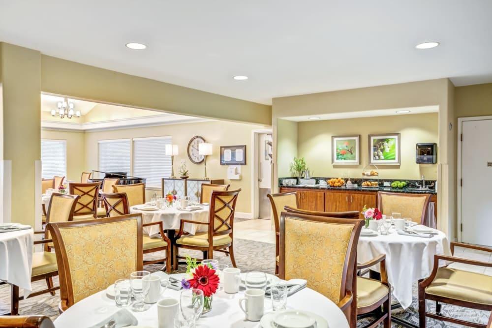 Dining room at Woodside Senior Living in Springfield, Oregon