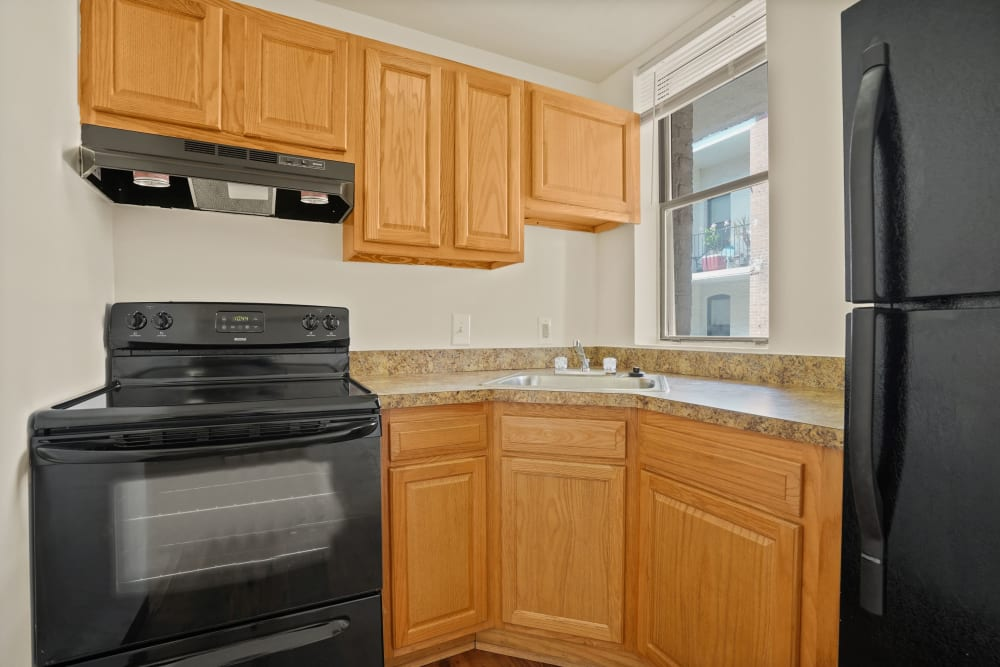 Fully equipped kitchen at R Street