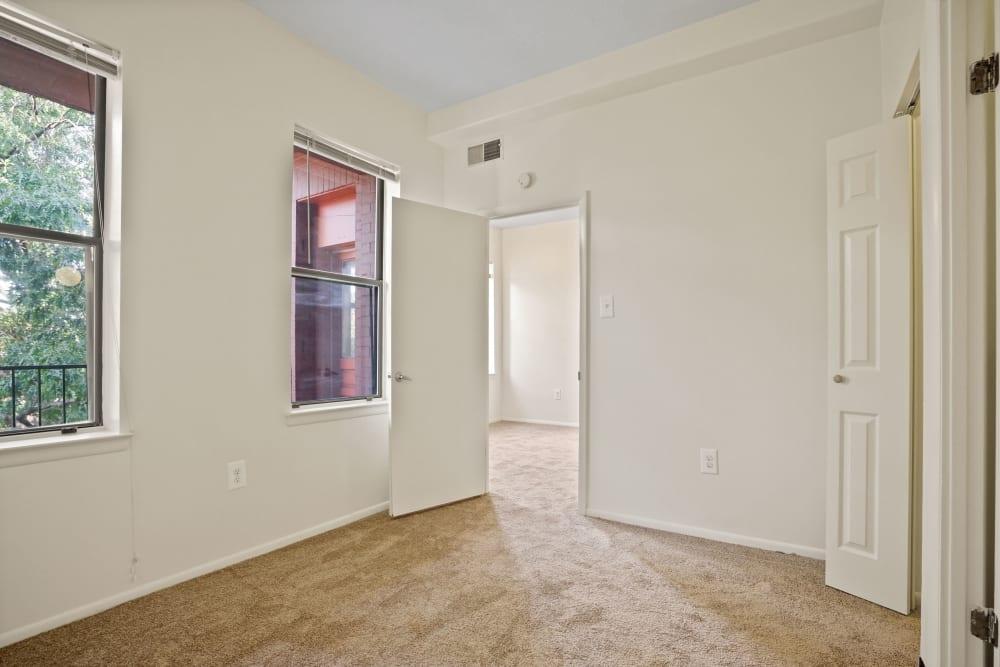 Carpeted bedroom at R Street