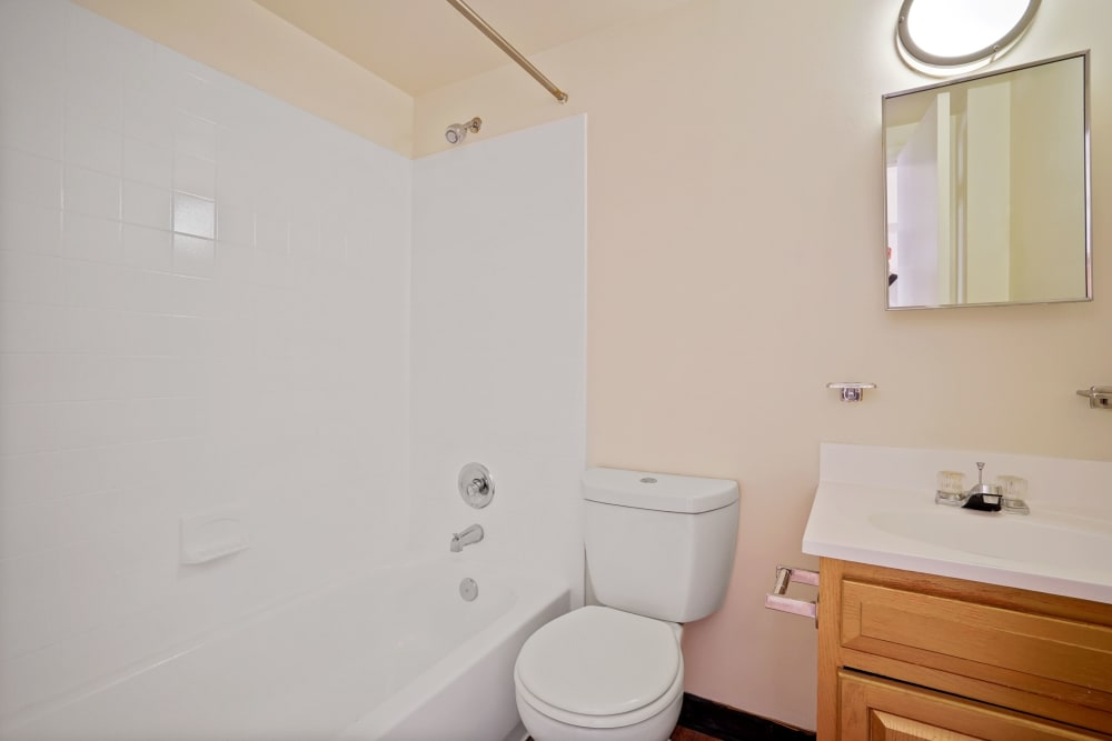 Bathroom at R Street