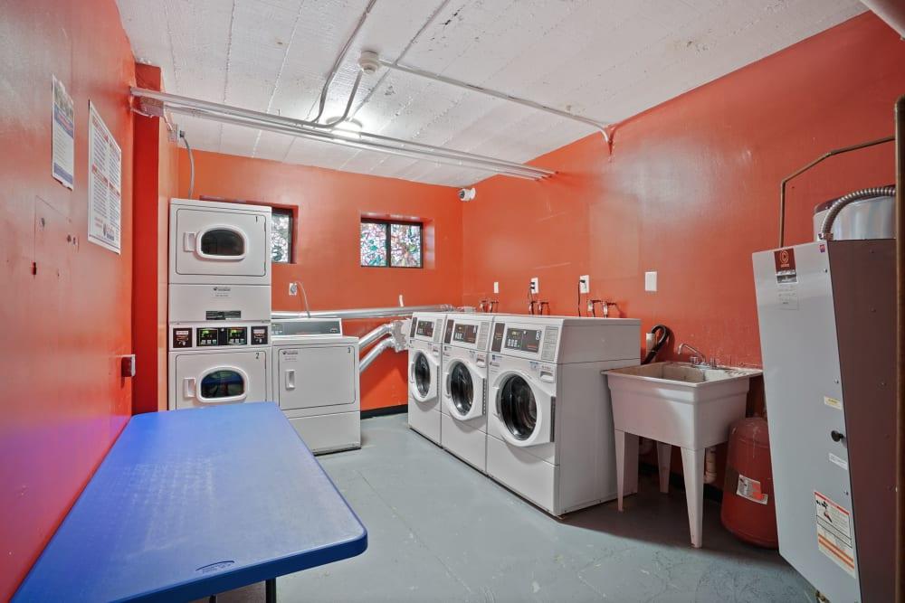 R Street laundry room
