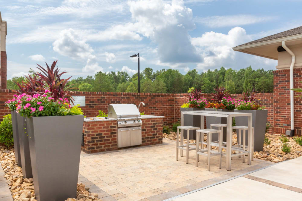 Awesome outdoor grilling area near the pool at 8 Metro Station in Charlotte, North Carolina