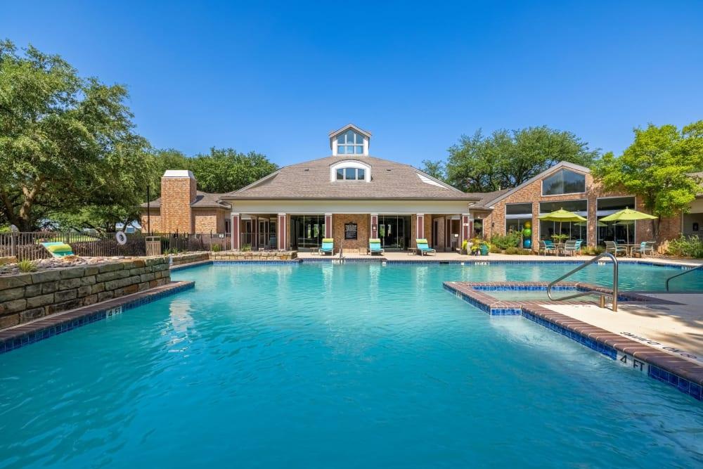 Huge resort style pool at Brooks on Preston in Plano, Texas