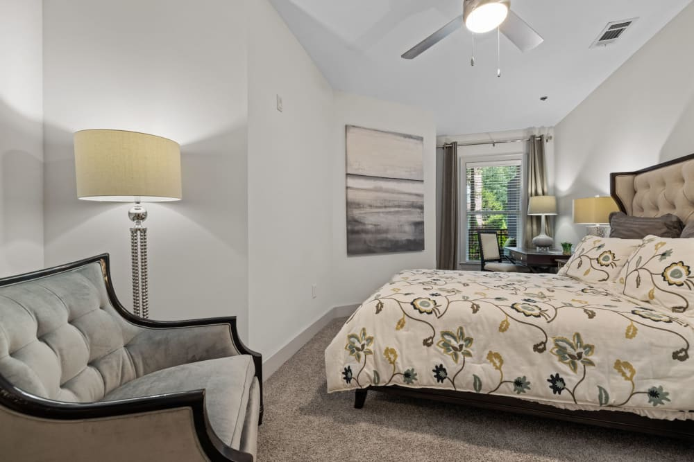 bedroom with ceiling fan at Marq Eight in Atlanta, Georgia