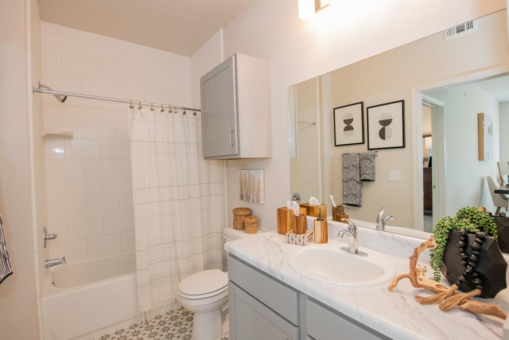 Clean bathroom at Artisan Crossing in Norman, Oklahoma