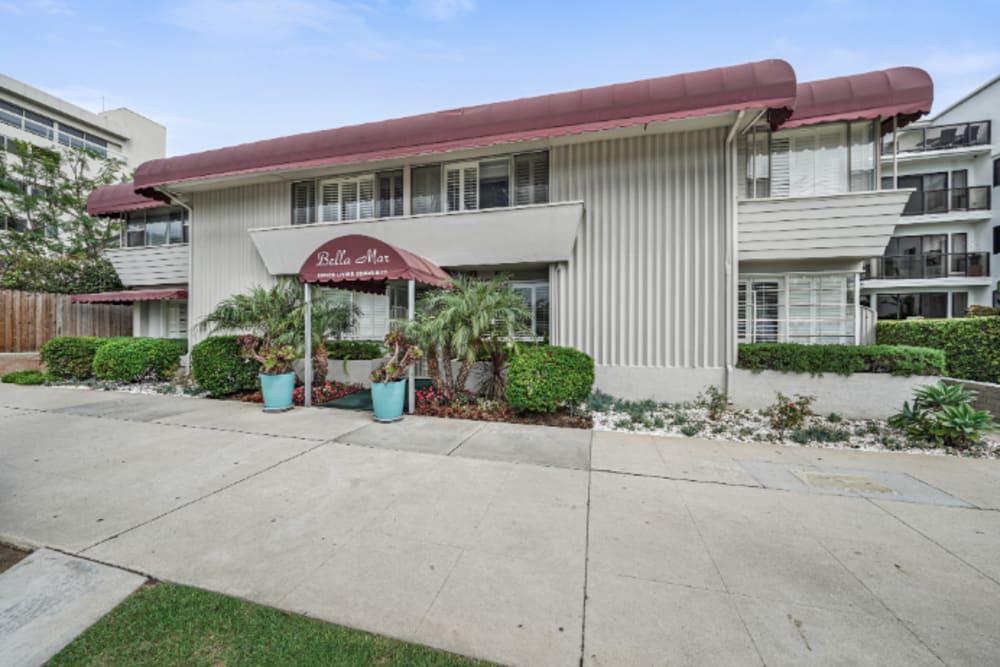 Exterior view of entrance to Meridian at Ocean Villa & Bella Mar in Santa Monica, California