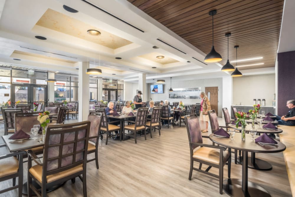 Ample seating in the dining area at Amaran Senior Living in Albuquerque, New Mexico