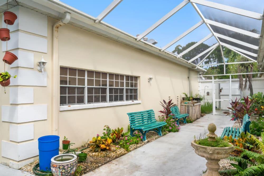 Outdoor courtyard at Truewood by Merrill, Bradenton in Bradenton, Florida