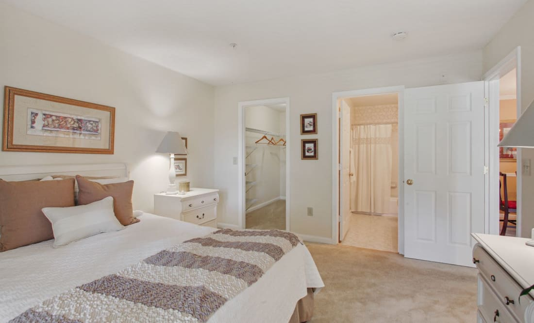 Well decorated bedroom at Wellington Point in Atlanta, Georgia