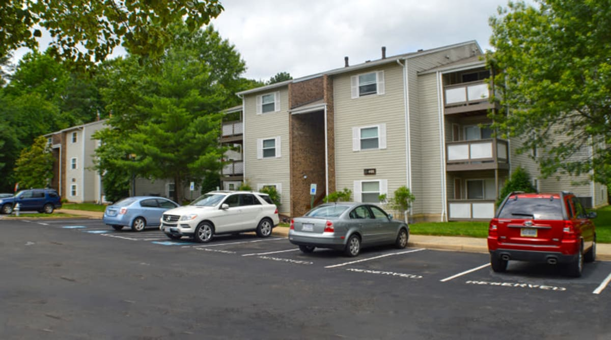 Beautiful view of Laurel Pines Apartments and private balconies in Richmond, Virginia