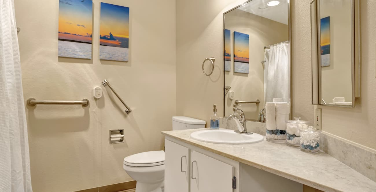 Mountlake Terrace Plaza offers a bathroom in Mountlake Terrace, Washington