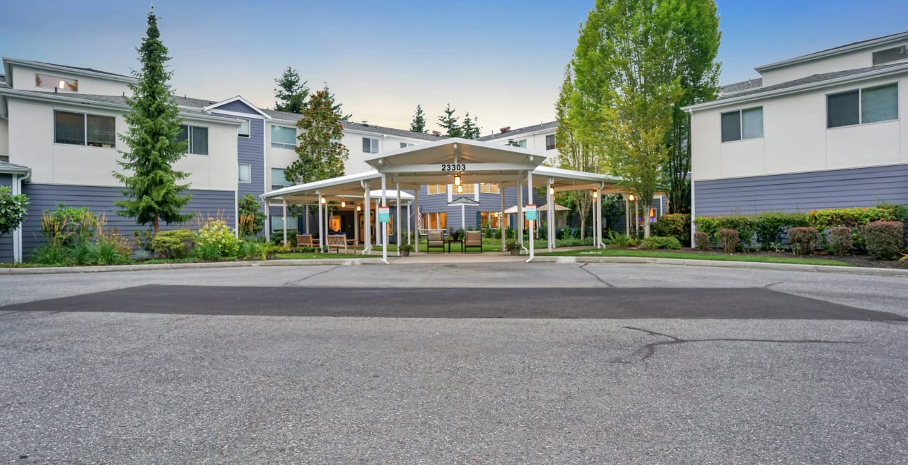 Front entrance at Mountlake Terrace Plaza in Mountlake Terrace, Washington
