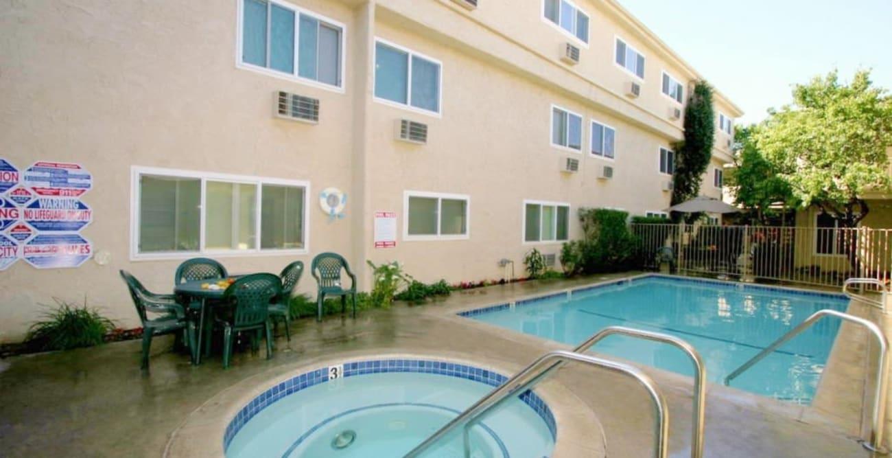 A large swimming pool and hot tub at The Esplanade in Lake Balboa, California