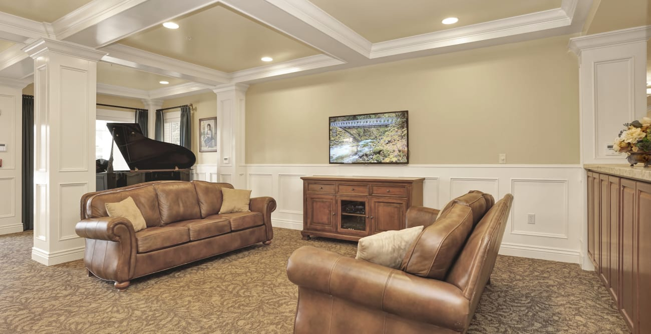 Leather couches at Highland Glen in Highland, Utah