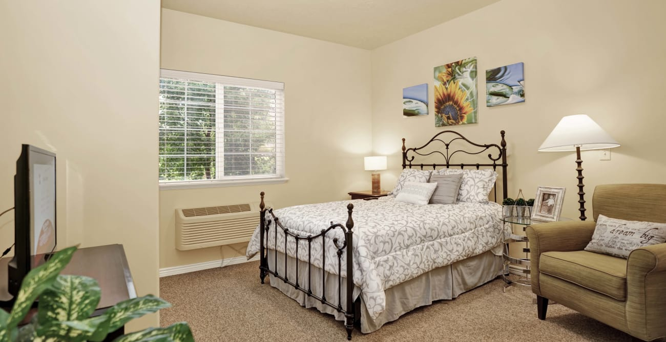 Resident bedroom at Highland Glen in Highland, Utah