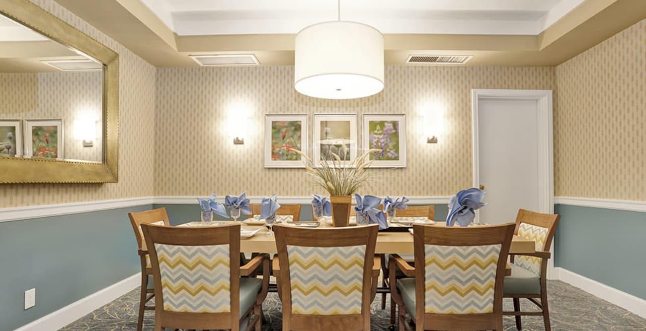 Dining room at Island House Assisted Living in Mercer Island, Washington
