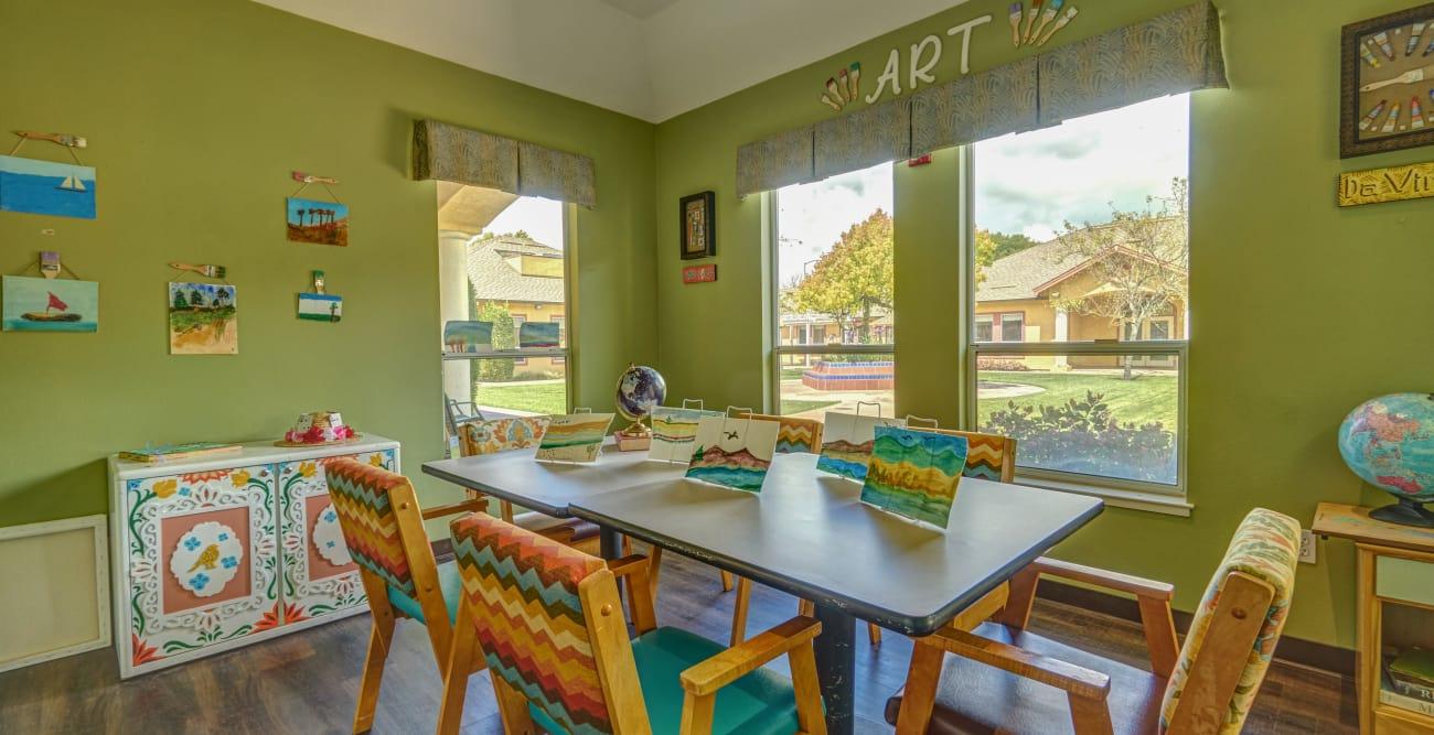 MuirWoods Memory Care offers a dining area in Petaluma, California