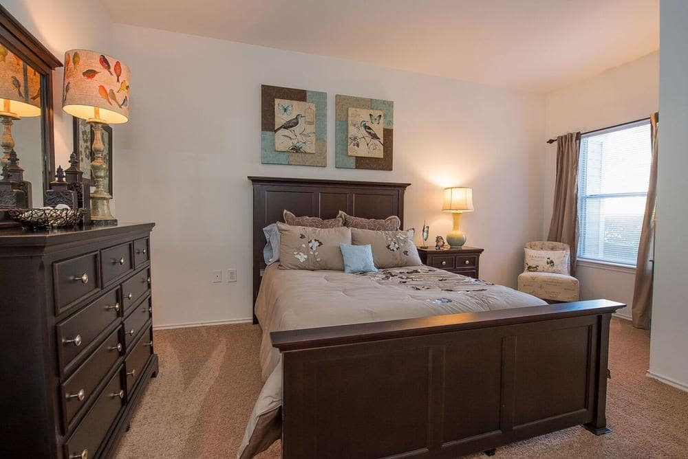 The Pointe of Ridgeland offers a beautiful bedroom in Ridgeland, Mississippi
