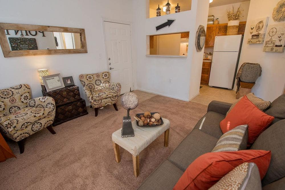 The Pointe of Ridgeland offers a beautiful living room in Ridgeland, Mississippi