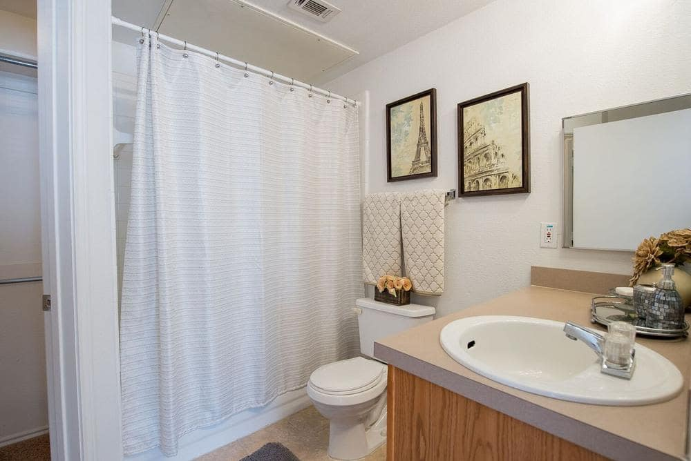 Enjoy a beautiful bathroom at The Pointe of Ridgeland