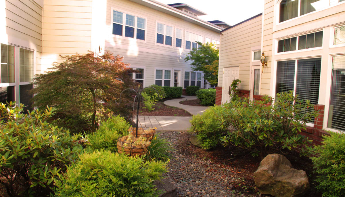 A community courtyard at Touchmark at Fairway Village in Vancouver, Washington