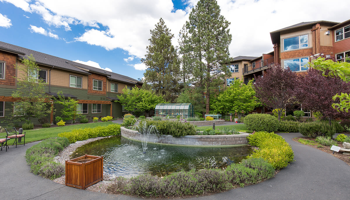 exterior view of Touchmark at Mount Bachelor Village
