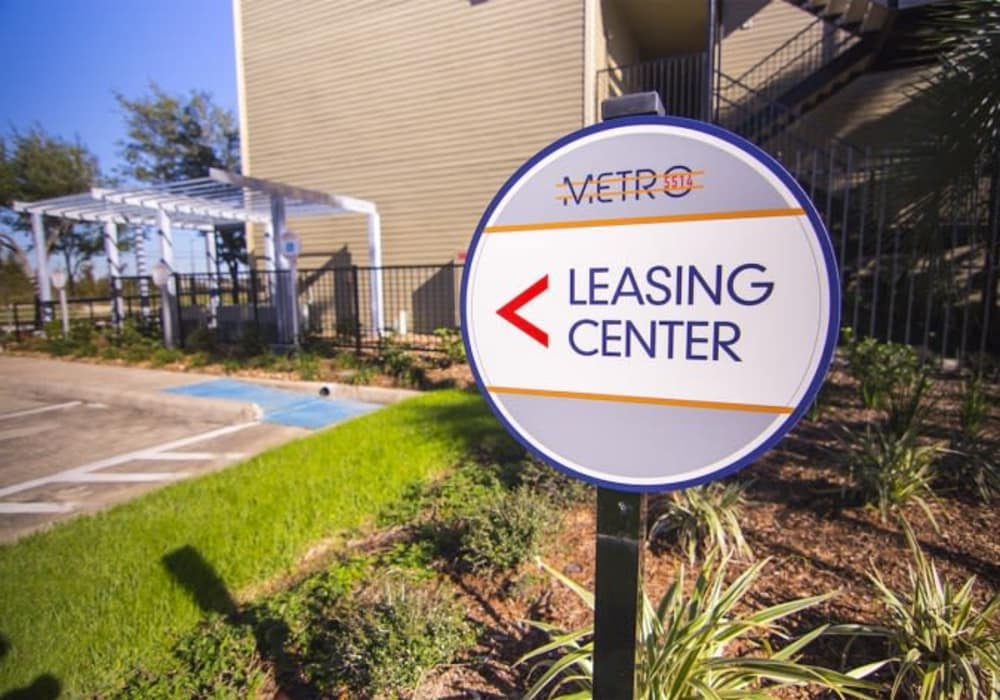 Leasing center signage at Metro 5514 in Houston, Texas